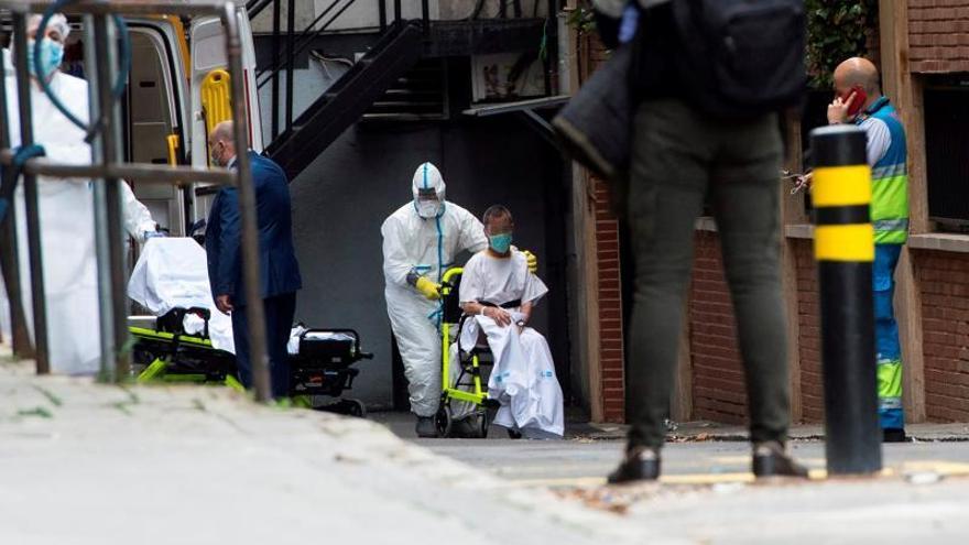 Traslado de un paciente a un hotel medicalizado en Madrid.