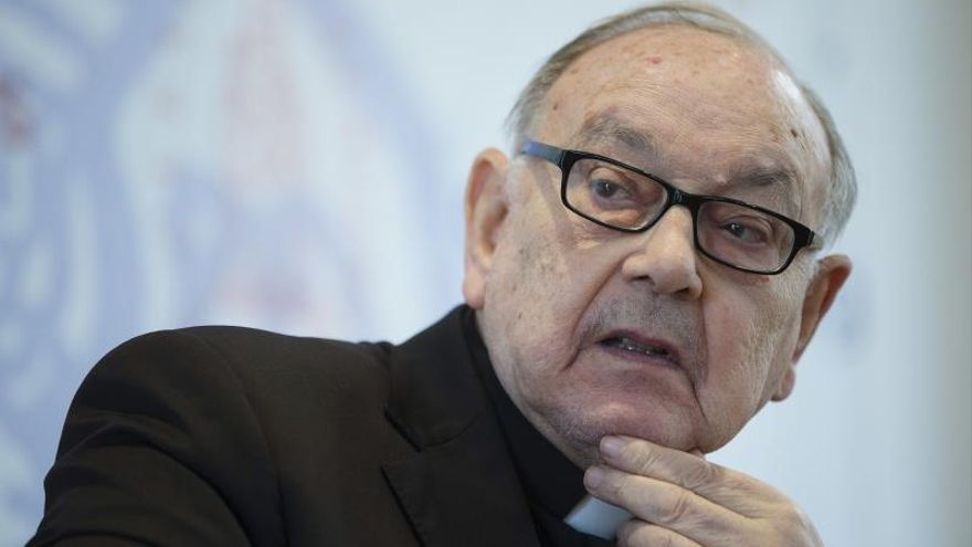 El Parlamento navarro, con la oposición de UPN y PP, reprueba al cardenal Sebastián