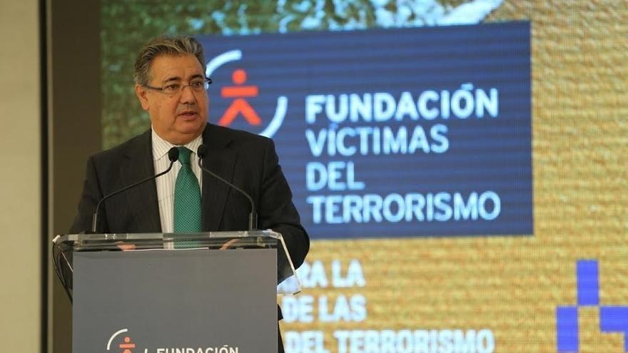 """Zoido dice que la verdad histórica forma parte de la lucha antiterrorista frente al """"burdo blanqueo"""" de ETA"""