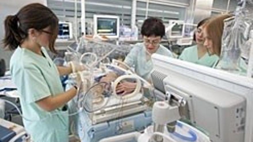 Infecciones, embarazos múltiples y edad de la madre, entre las principales causas de bebés prematuros en Navarra