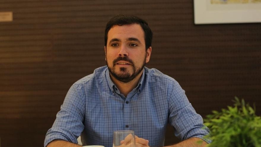 Alberto Garzón se desmarca del referéndum catalán unilateral e insiste en la negociación