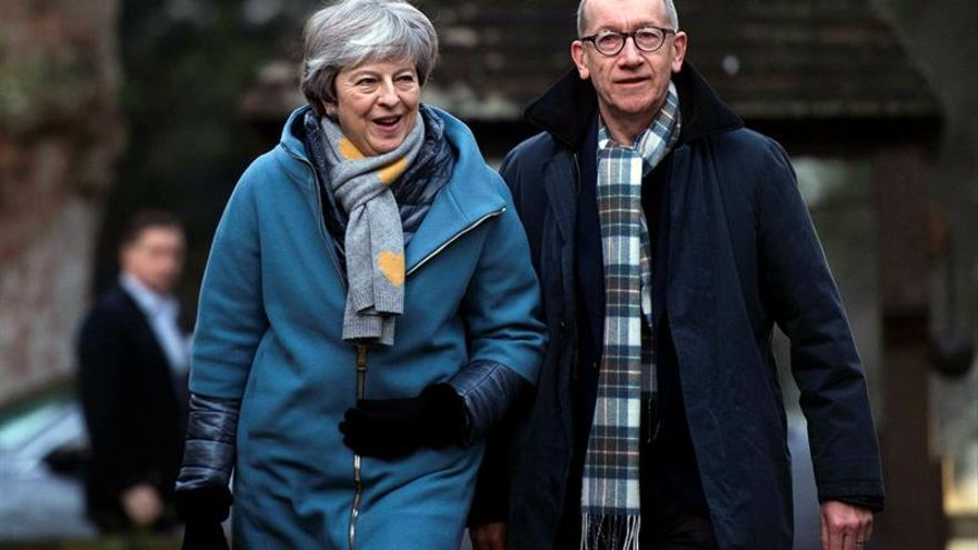 """May presenta el """"plan B"""" del """"brexit"""" para sumar apoyos"""