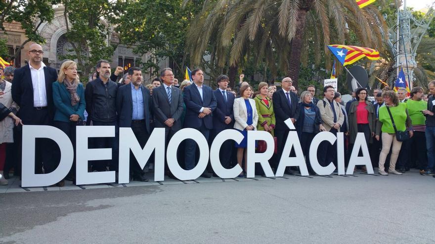 Representantes del Govern y de la AMI en un acto en mayo en Barcelona. Foto: AMI
