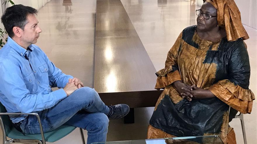 Julián Cano durante la grabación del programa sobre la mutilación genital femenina