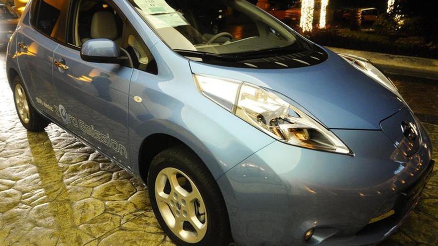 Un coche de gasolina debe bajar de 4,6 litros para batir al eléctrico en emisiones