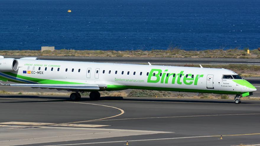 Avión Bombardier de Binter para vuelos internacionales.