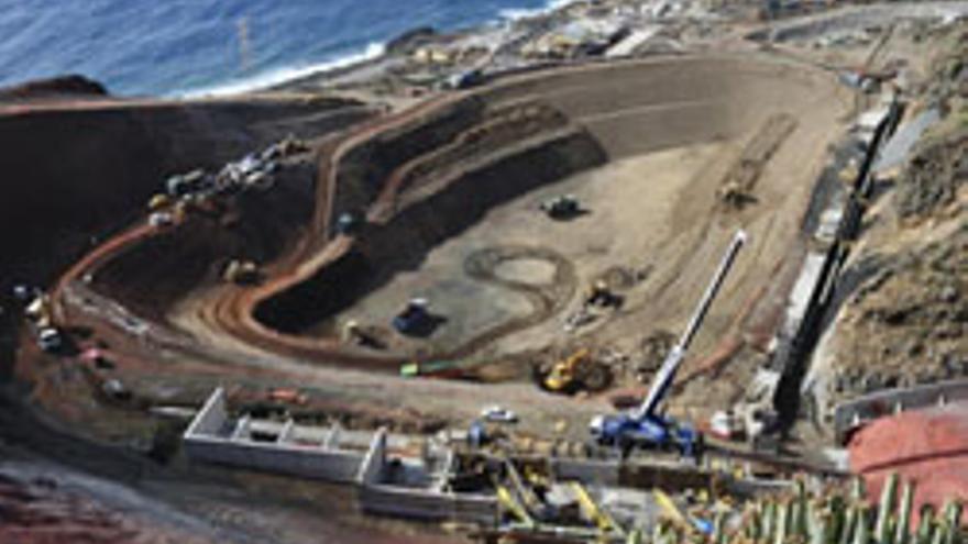 Imagen de los trabajos en la central de ciclo combinado de Gorona del Viento, en El Hierro.