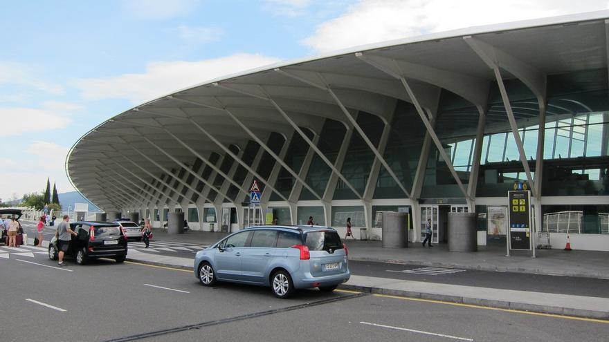 El aeropuerto de Bilbao invertirá 2 millones en mejoras y contará con un parking 'exprés' en salidas
