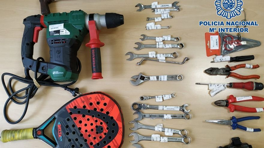 Instrumentos utilizados por hombre detenido por seis robos en el interior de vehículos en Las Palmas de Gran Canaria.