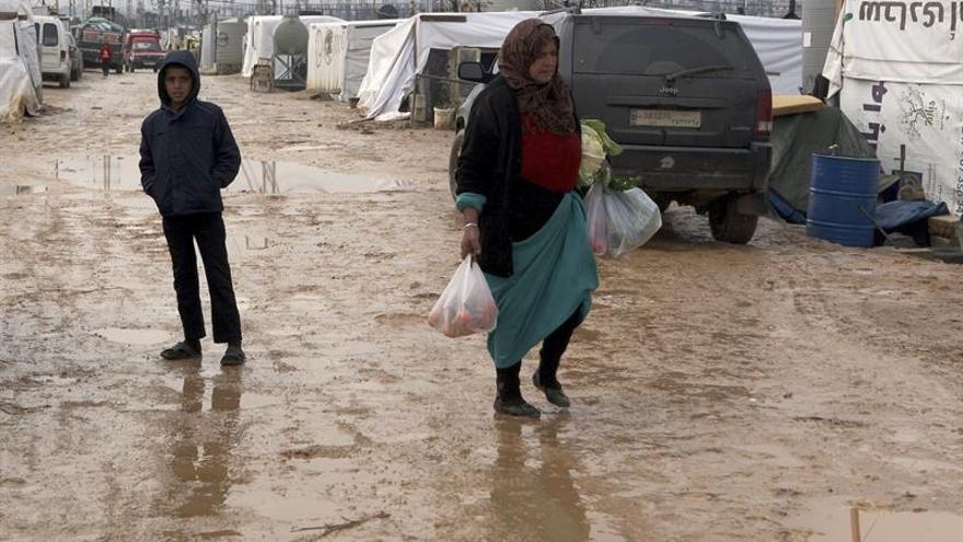 Medio centenar de familias refugiadas en el Líbano regresan a Siria
