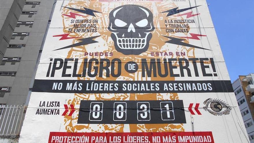 Artista denuncia con un gran mural en bogot el asesinato for Mural nuestra carne