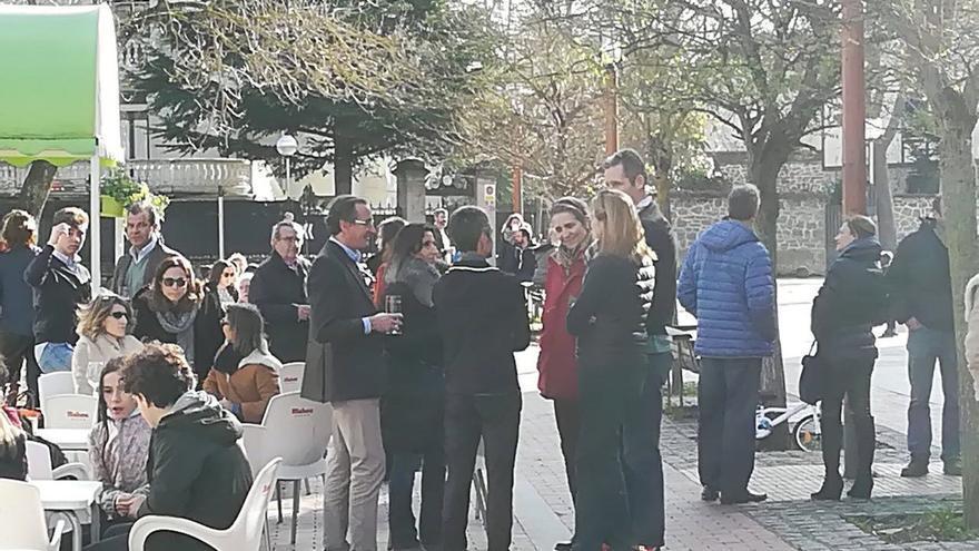 Image result for El presidente del PP vasco, el exministro Alonso, de 'potes' con las infantas y Urdangarin en Vitoria