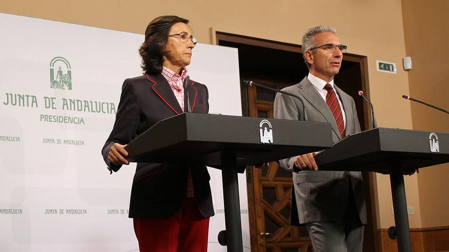 Rosa Aguilar y el portavoz del Gobierno andaluz, Miguel Ángel Vázquez. / J.M.B.