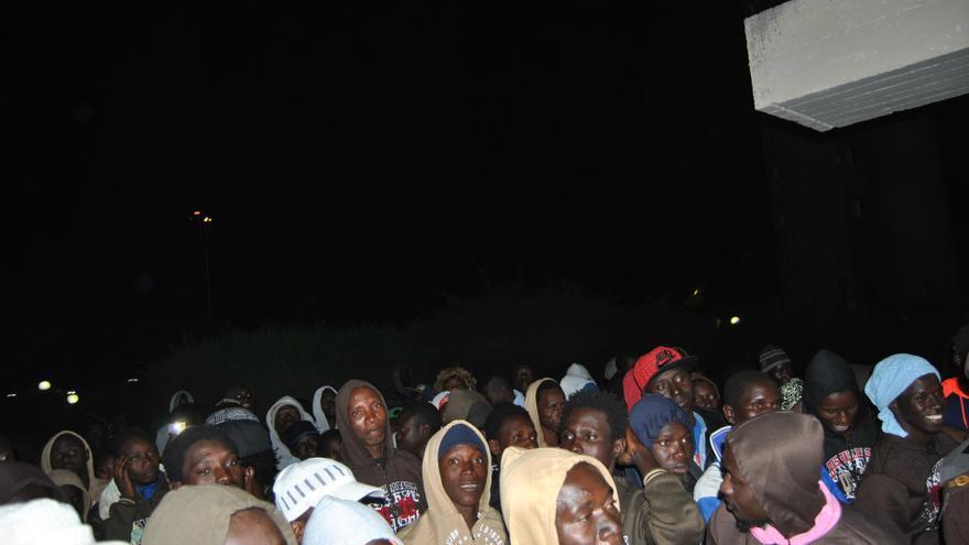 El grupo, a su llegada al aeropuerto de Banjul.