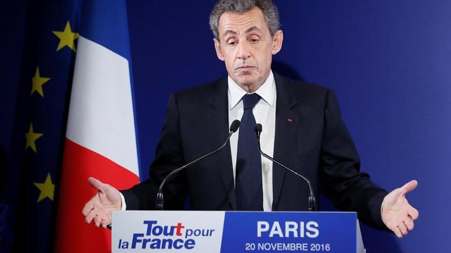 Sarkozy reconoce que queda fuera de las primarias y pide el voto para Fillon