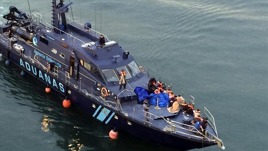 Dos aviones buscan una patera con 23 inmigrantes cerca de sur de Gran Canaria