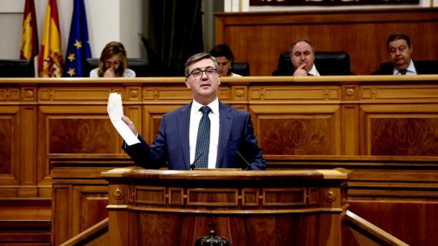 Marcial Marín en las cortes regionales el 12 de junio