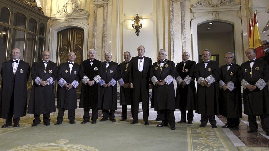 El rey, junto al presidente del CGPJ y del Tribunal Supremo, Gonzalo Moliner, en la apertura del año judicial. / Efe