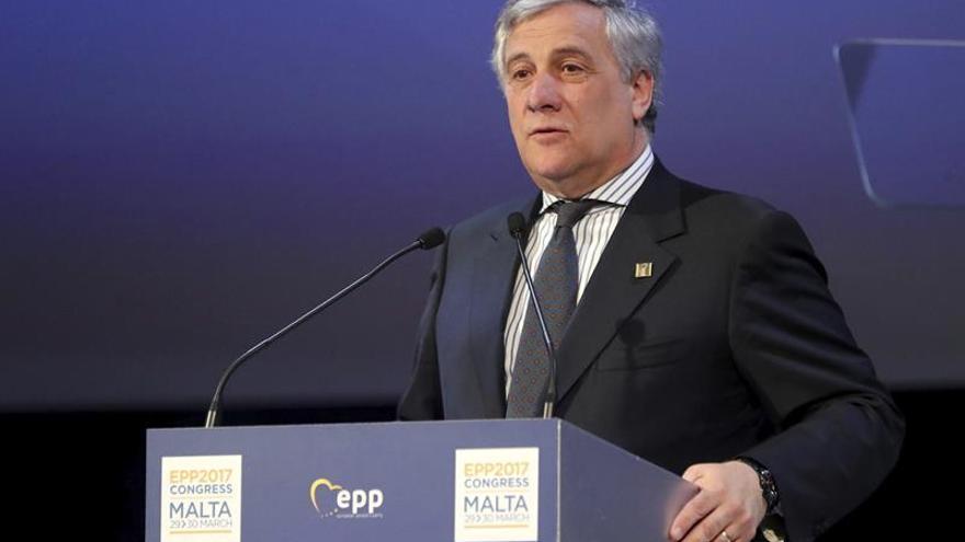 Tajani afirma que Cataluña tiene que respetar las leyes y luego diálogo