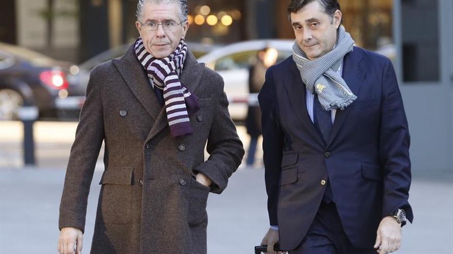 El exconsejero madrileño Francisco Granados, acompañado por su abogado Javier Vasallo
