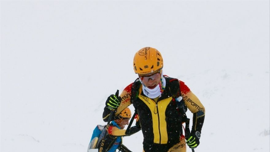 Miguel Caballero y Pere Rullan llegando a la cima de la Collada de Montmalús (© La Sportiva Spain).