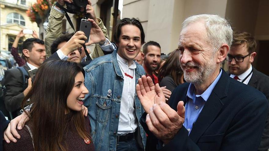 """Corbyn defiende la """"unidad"""" de su gabinete de la oposición"""