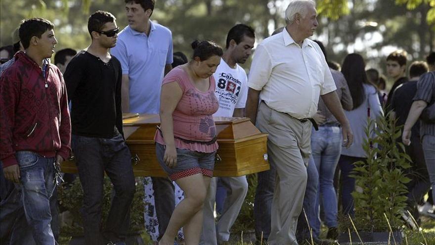 """El papa, """"consternado"""" por la trágica muerte de los jóvenes en Brasil"""