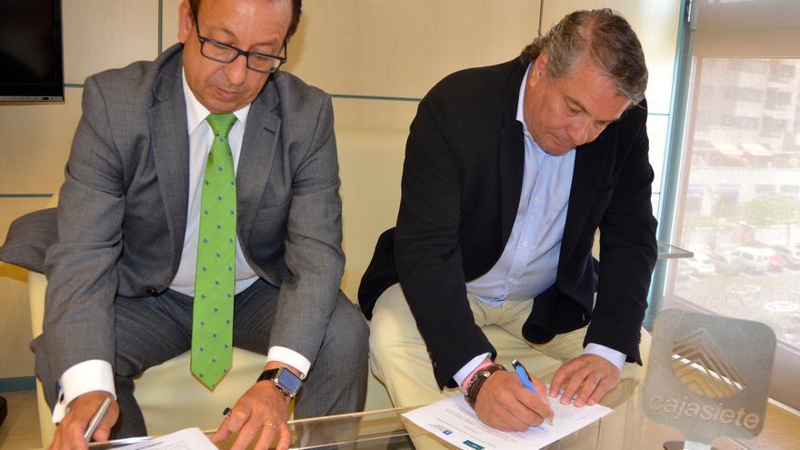 José Manuel Garrido, de Cajasiete, y Rafael Hernández, presidente de la FIBT