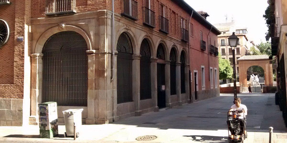 Entrada a la iglesia por la calle Dos de Mayo | SOMOS MALASAÑA
