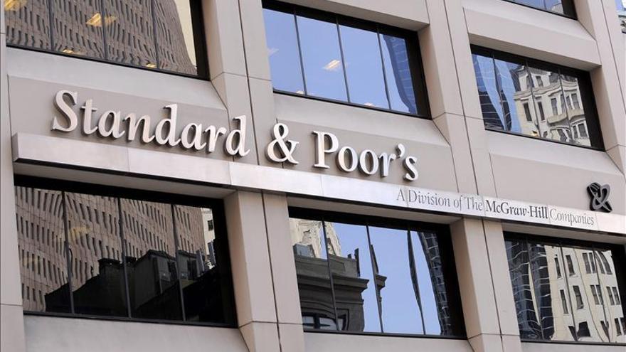 """Standard and Poors rebaja la nota de riesgo de Brasil al nivel de """"bono basura"""""""
