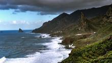 Costa norte de Anaga. Los acantilados y el verde dominan el paisaje. Es uno de los rincones más salvajes de Tenerife. Enrico Strocchi