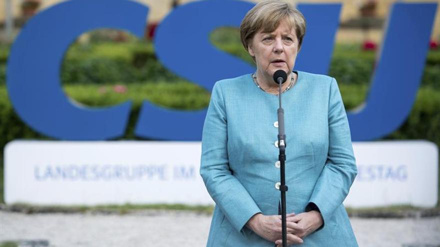 Merkel reitera su deseo de diseñar con Francia un plan para profundizar en la eurozona