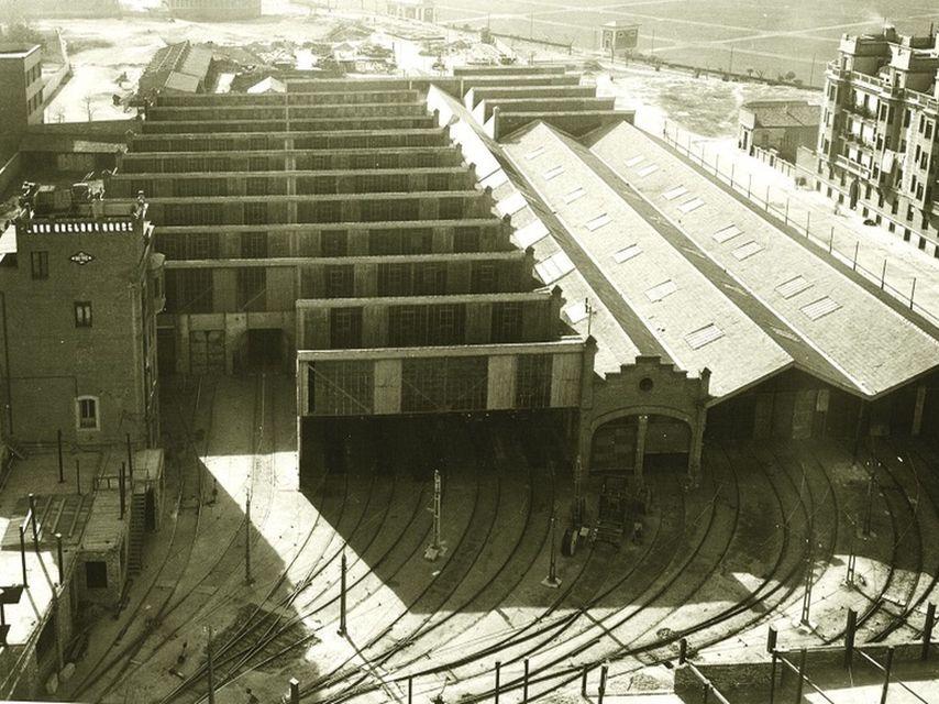 Vista de las Cocheras de Cuatro Caminos con la Casa Tuduri a la izquierda, hoy desaparecida. 1965