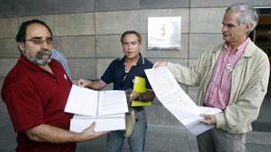 Miembros de la Plataforma Ciudadana contra el Teleférico Tejeda-Roque Nublo. (ACFI PRESS)
