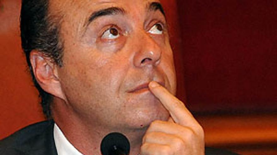 Miguel Zerolo, alcalde de Santa Cruz de Tenerife, este viernes durante el pleno. (ACFI PRESS)