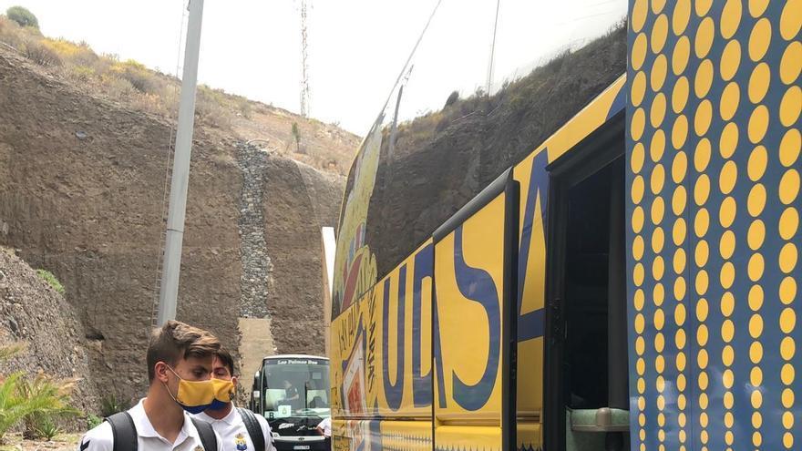 Los jugadores de la UD Las Palmas en el inicio de su viaje a Almería.