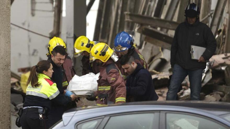 Un muerto y dos heridos al derrumbarse el techo de una nave en Girona