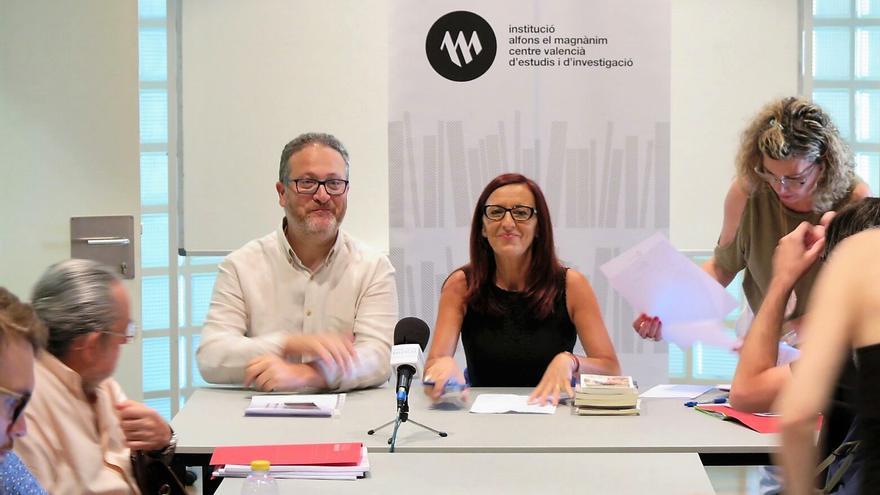 El director de la Institució Alfons el Magnànim, Vicent Flor, junto a la vicepresidenta de la Diputación de Valencia, Maria Josep Amigó