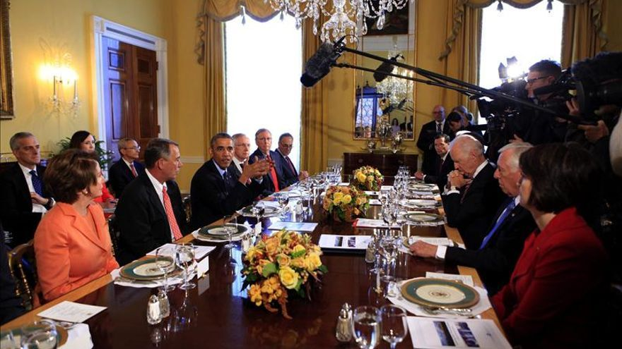 """Obama se reúne con líderes de ambos partidos y reclama """"cooperación"""""""