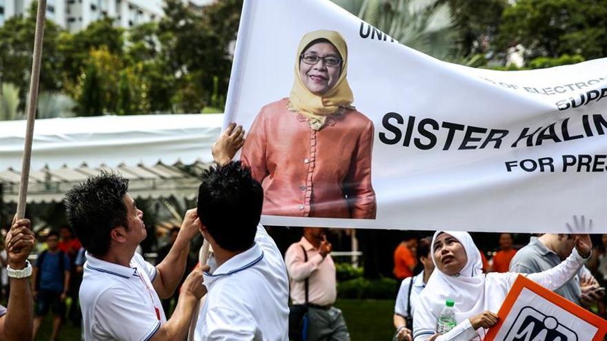 La musulmana Halimah Yacob se convierte en la primera presidenta de Singapur