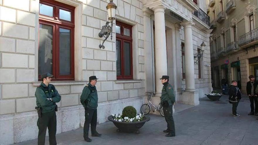 La Guardia Civil entra en el ayuntamiento de Reus, donde detuvo a la primera teniente de alcalde por el caso Innova