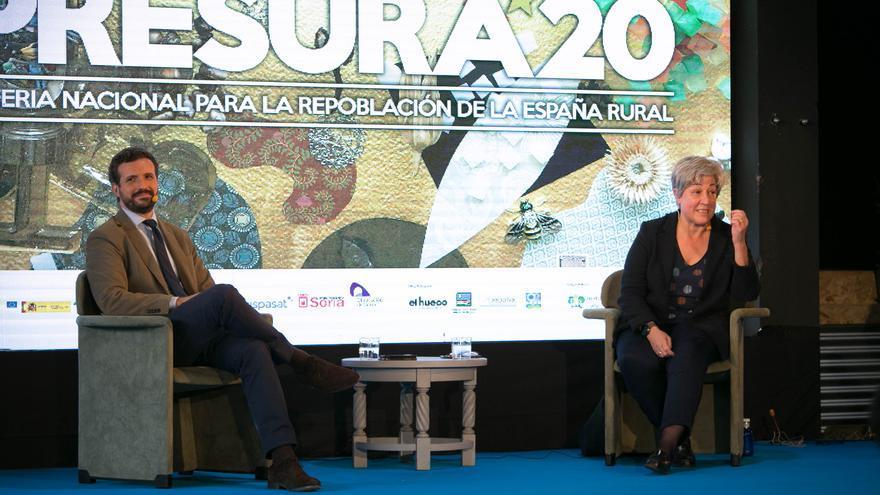 El líder del PP, Pablo Casado, participa en un coloquio con la presidenta de la Fundación Maragatería, Elena Pisonero, en la IV Feria Nacional para la Repoblación de la España Rural Presura 20. En Soria, a 28 de mayo de 2021.