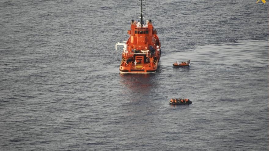 Rescatadas cien personas, entre ellas 12 menores, de dos pateras cerca de la isla de Alborán