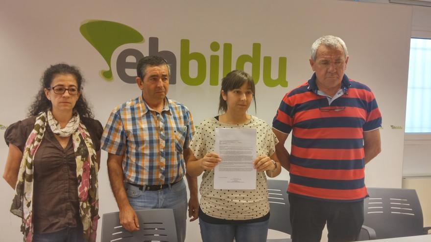 """Los concejales de EH Bildu denuncian que el alcalde de Bakio adelantó información """"privilegiada"""" a la empresa ganadora para la gestión del polideportivo."""