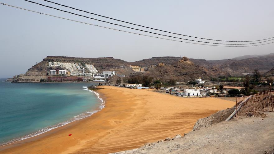 Playa de Tauro cuando estaba en obras. Se aprecia turbiedad en el agua