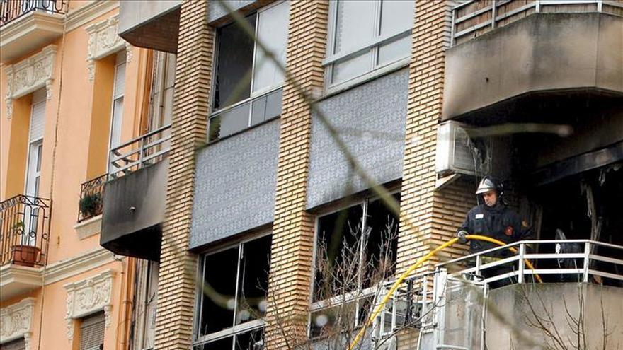 El incendio de una vivienda en Almussafes provoca la intoxicación de 14 personas