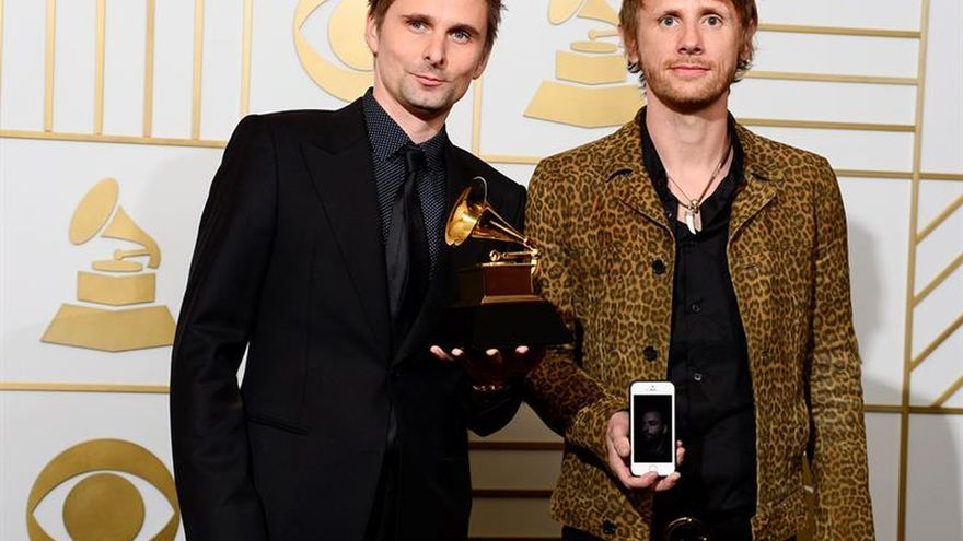 Muse somete la máquina al servicio de un espectáculo musical apabullante