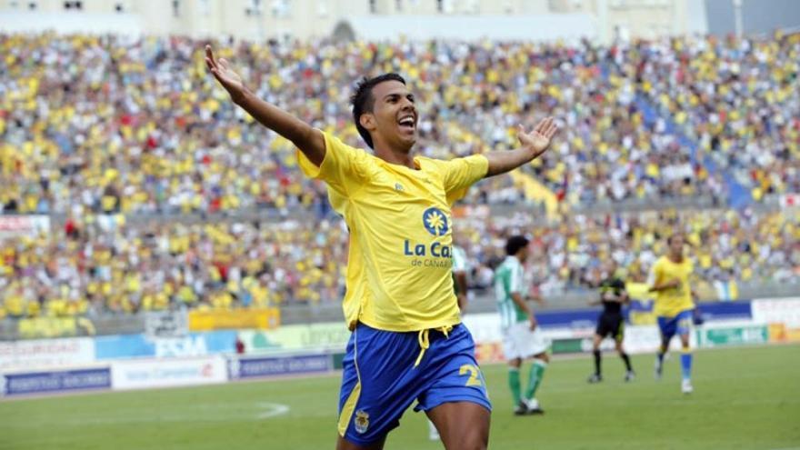 Jonathan Viera celebra un gol en una imagen de archivo (udlaspalmas.es).