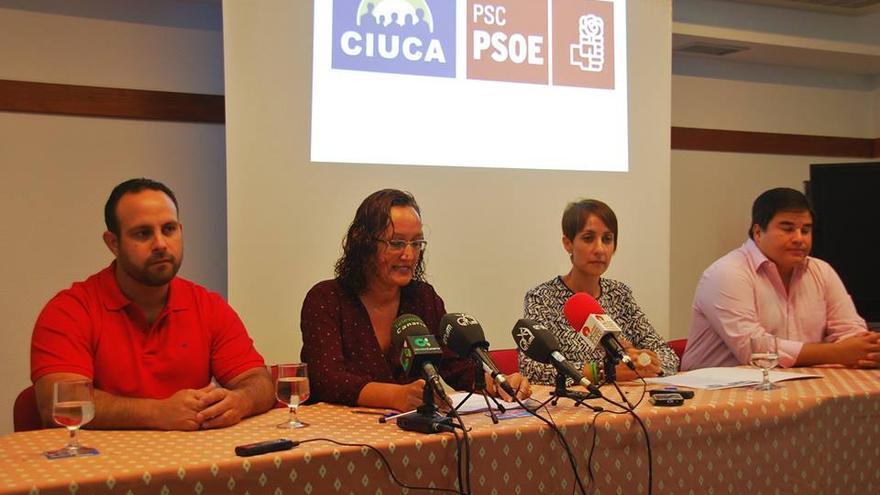 De izquierda a derecha: el concejal Artemi Artiles, la primera teniende de alcalde Pino González, la alcaldesa Onalia Bueno y el concejal Mencey Navarro.