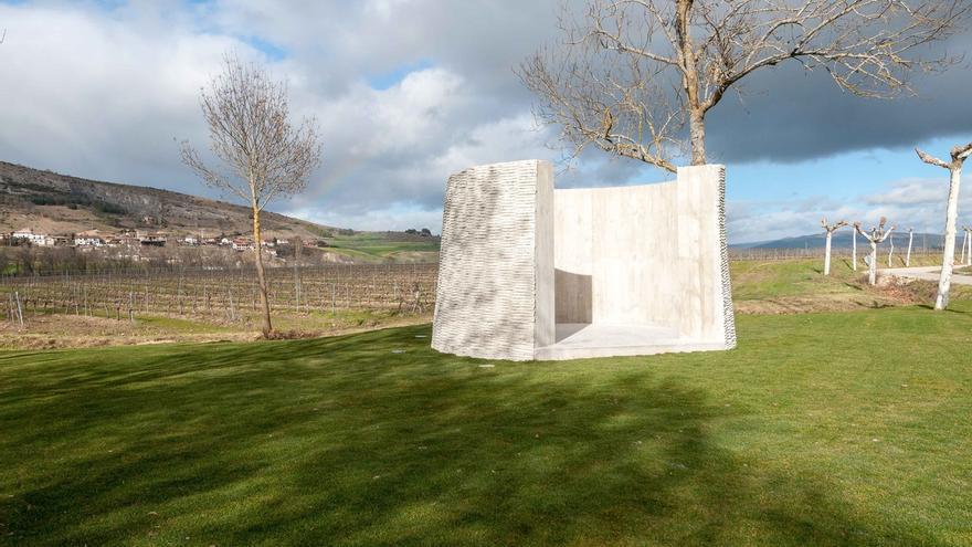 'Crudo zarzo', de Asier Mendizabal, obra ganadora de la II Bienal de Escultura Monumental de Fundación Otazu